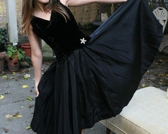 Vintage 50s 60s Party Dress: Holiday Cocktail Black Velvet and Taffeta Small
