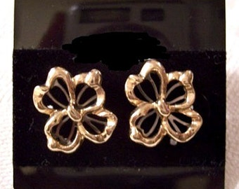 Flower Slotted Petals Pierced Post Stud Earrings Gold Tone Vintage Avon Layered Ribs Scalloped Edges Round Center Bead