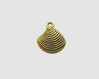 10 Shell Charms in Gold Tone - C212