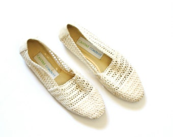 Vintage boho lace flats // summer flats /// cream shoes // off white crochet flats // summer knit shoes // size 7