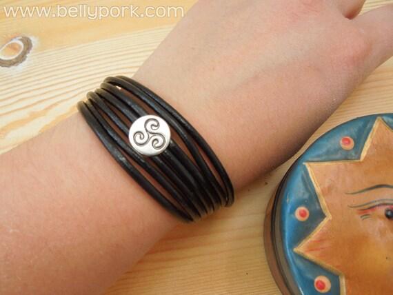 Triskel bracelet,tribal bracelet,leather bracelet,leather cuff,triskel cuff,celtian cuff,celtian bracelet,black bracelet, black leather cuff