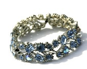 Vintage 50s Lisner Bracelet in Silver and Blue Rhinestone