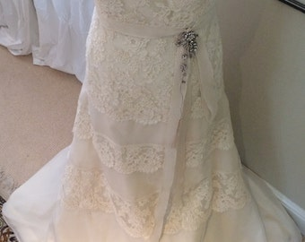 Vintage Wedding Dress in Ivory French Lace & Chiffon Stapless Style