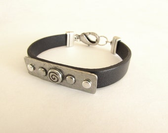 Women's Black Designed Bar Leather Bracelet: Genuine Leather, Silver Plated