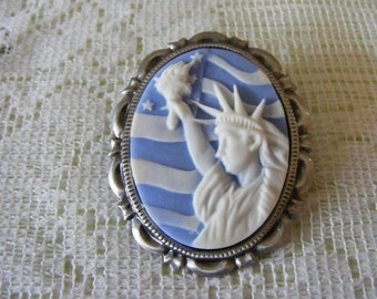 Statue of Liberty Flag 3D Cameo Pin Brooch Pendant Filigree Silver tone Gold Tone Setting Blue and White New York Patriotic American Flag