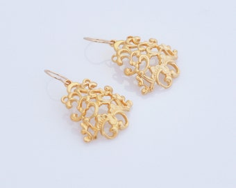 Victorian Dangle Earrings , Gold Bridal Lace Earrings , Wedding Jewelry