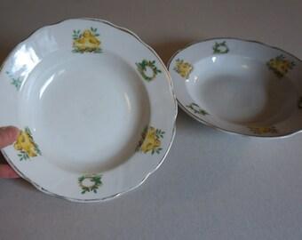 "Pair of Vintage Egg and Baby Chicks Bowls with Gold Rim 7"" Diameter - Floyd Jones Vintage"
