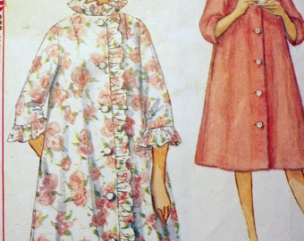 Dressed to the nines Misses Robe pattern Simplicity 4708