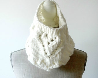 Hearts Knit Scarf, Cowl Scarf, Circle Scarf, Chunky Scarf