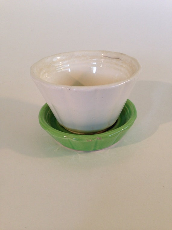 Vintage Shawnee Pottery Violet Pot 533 Green and White