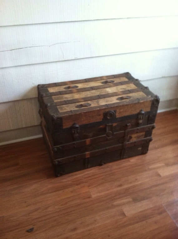 vintage trunk storage coffee table end table trunk. Black Bedroom Furniture Sets. Home Design Ideas
