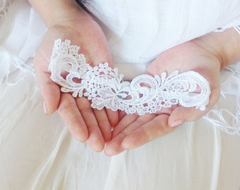 Crochet wedding garter, white crochet garter, white crochet bridal garter, lace garter, shabby chic weddings, boho garter