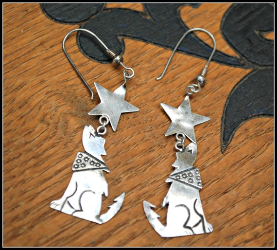 sterling  dangle  earrings - howling coyote with scarf -  south western  - light weight silver earring