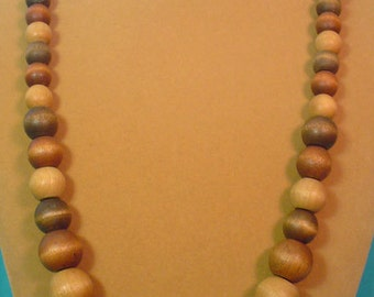"28"" beautiful natural WOOD bead necklace from the 70's - N223"