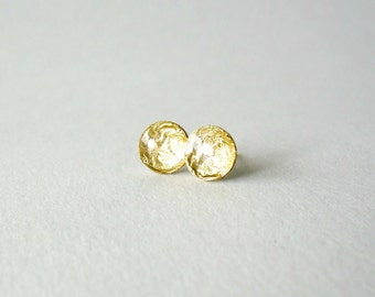 Gold disk stud earrings- Golden round post earrings- Delicate everyday jewelry