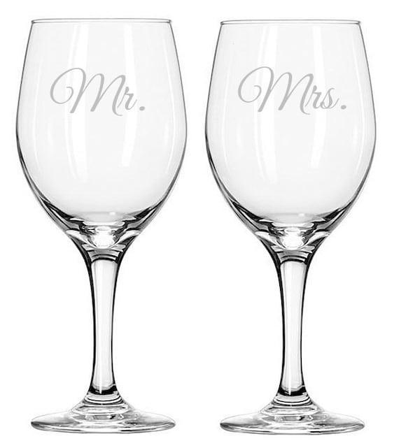 Printed Wedding Wine Glasses : Personalized Mr. & Mrs. Wedding Wine Glasses EngravedSet of 2