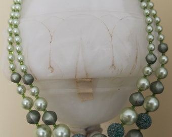 Two strand green necklace 50s vintage found in Paris