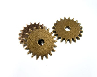 Steampunk Charm in Antique Brass, Other finishes available, QTY: 5 Gears