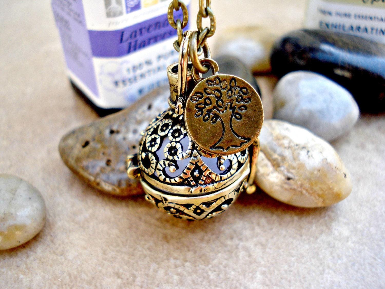 Vintage Style Filigree Locket Aromatherapy Necklace With Tree