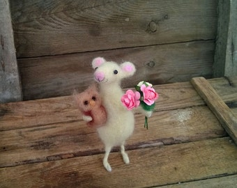 Needle Felted Mouse Miniature owl Bouquet Doll house decoration Wool felted mouse Valentines day gift Felt Woodland white mice Waldorf