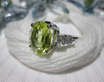 Sparkling 2.75 Ct Green Gold Quartz Ring ~ 925 Sterling Silver ~ Size 6 3/4