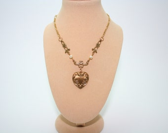 Heart Necklace With Decorated Chain