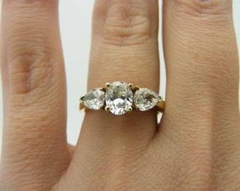 1.14 carat total weight diamond engagement ring. 14k yellow gold. vs1 oval cut