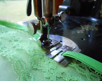 Vintage Singer EDGE STITCHER Foot Featherweight Sewing Machine Attachment #36865 Low Shank 201 221 15-90 66 99 +More