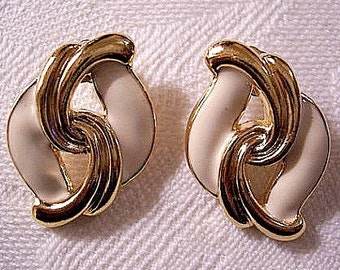 Beige Swirl Layered Pierced Post Earrings Gold Tone Vintage Avon Ribbed Open Curls