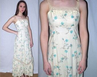 Seasons in the sun .. vintage 70s maxi dress / 1970s empire waist sundress / boho hippie gypsy prairie / floral ruffle crochet lace . XXS XS