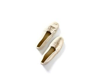 Vintage boho tan flats // grasshopper // simples shoes // Keds style shoes // beach shoes // tan shoes