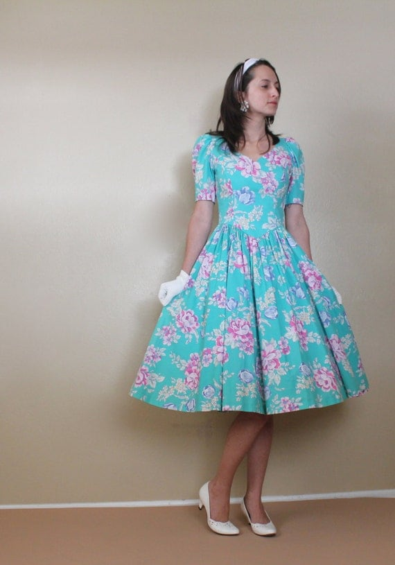 Vintage Laura Ashley Floral Day Dress Aqua Summer Full Circle Skirt 1980s Sweetheart Dress Women's Size XSmall Small 0 2
