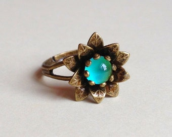 Flower Mood Ring Brass Adjustable Color Changing Liquid Crystal Cabochon Daisy Blossom