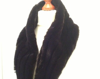 Large collar fur dark mink