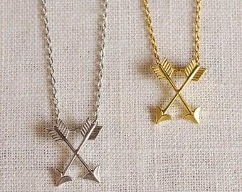 crossed arrows necklace . silver arrow necklace . gold arrow jewelry . simple arrow pendant . small arrow necklace . navajo jewelry // 1ELNS