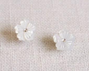 pearl flower earrings . carved flower earrings . mother of pearl earrings . flower stud earrings . white flower stud earrings // 2HIBS