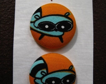 """Wearable Sew On Fabric Covered Buttons - Size 45 or 1 1/8"""" Raccoons"""