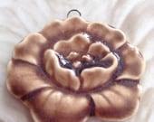 Gardenia Keramik Anhänger Handarbeit von Yolandas Clay