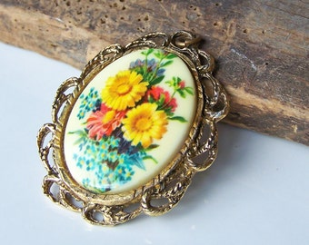 Floral Pendant, Flower Pendant, Mirrored Pendant, Double Sided Pendant, Yellow Flowers, Etsy, Etsy Jewelry, Etsy Vintage, Vintage Pendant