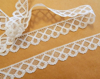 Vintage Lace Trim 1 inch WHITE LACE 10 yds.. for sewing crafts wedding scrapbook