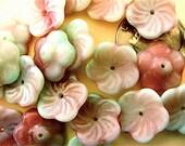 25 Raspberry Pistachio Pinwheel Flower Glass Beads 12mm
