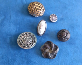 6 Assorted Vintage Buttons