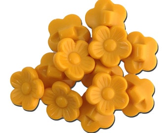 Vintage Yellow Plastic Flower Buttons 16mm btn005E