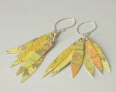 Wallpaper earrings short yellow