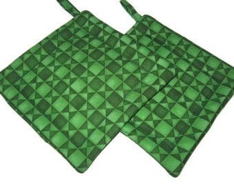 Quilted Pot Holders set of 2 Shades of Green triangle design