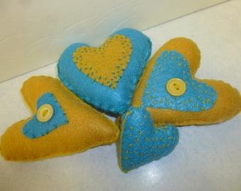FELT STITCHED HEARTS / stuffed felt hearts / heart bowl fillers / folk art hearts / Valentine gift / Valentine decor / little hearts / heart