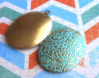 Flower locket, locket pendant, VERDIGRIS floral swirl brass locket 1 pc, photo locket, photo pendant, oval pendant