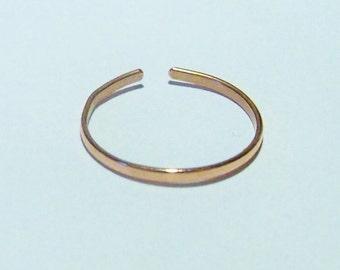 Hammered copper adjustable toe ring