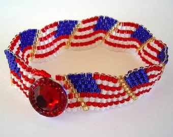 Wavy US Flag Beaded Bracelet Red White Blue American Flag Day Patriotic Memorial Day July 4th Peyote Stitch