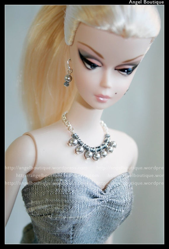 Soft Light Grey Glass Pearl Collar Necklace links with Shimming Seed Beads.